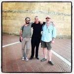 Tre rispettabili signori di fronte alla Cattedrale di Oristano